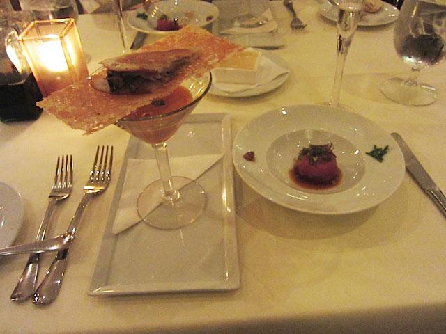 冷製スープとカルアピッグとフォアグラのサンドウィッチ